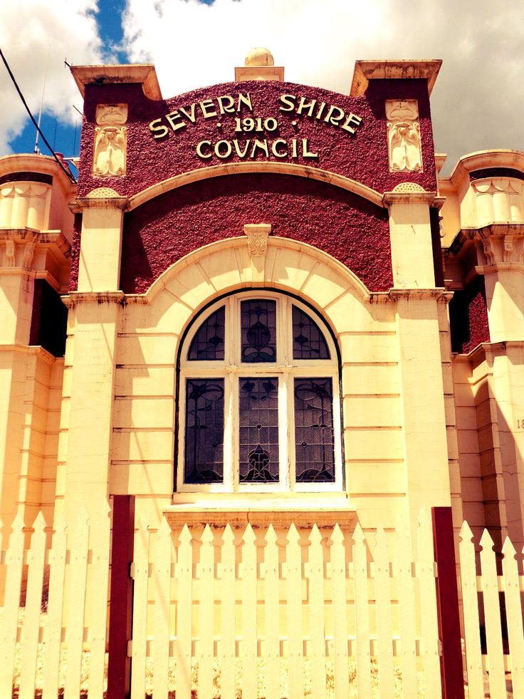 The old council building of Glen Innes.