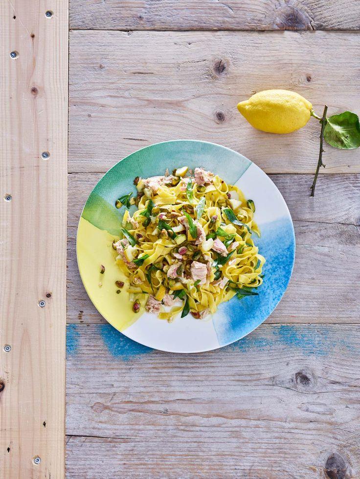 Tagliatellesalade met tonijn, pistache en citroen