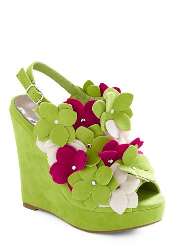 http://www.modcloth.com/shop/shoes-wedges/cupid-island-wedge: White Flowers, Color, Funky Shoes, Flowers Power, Cupid Islands, Heels, Summer Wedges, Felt Flowers, Islands Wedges