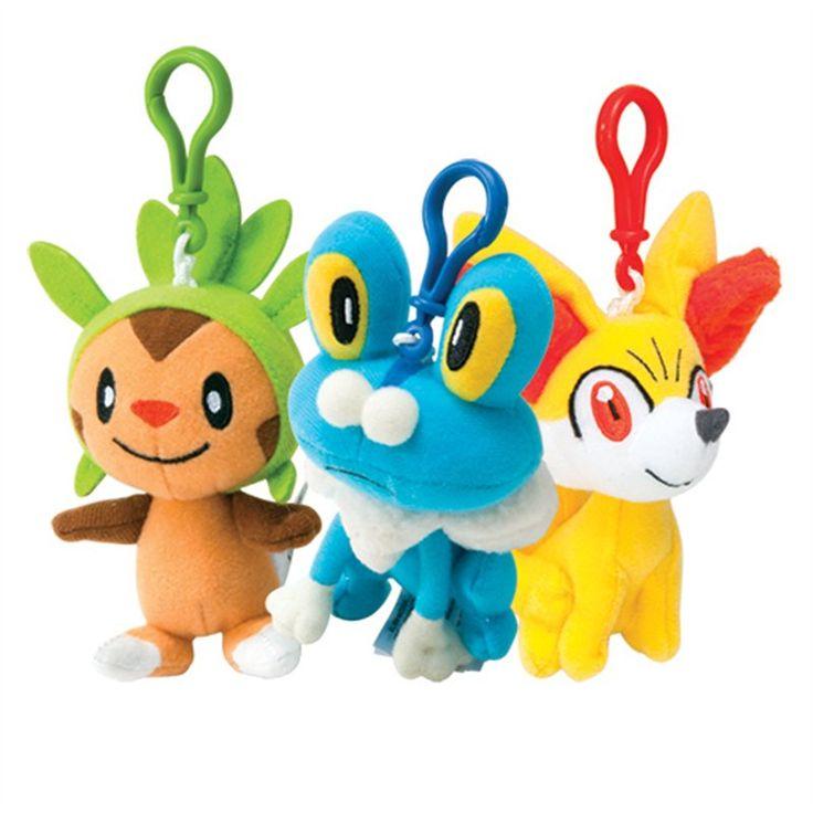 TOMY POKEMON X E Y PLUSH CM.20 X 6 Direttamente da Pokemon X e Y, un peluche da 20 cm fra 4 soggetti assortiti (Pikachu, Chespin, Froakie e Fennekin). Licenza ufficiale Nintendo, finiture di qualità. - Maggiori dettagli: http://www.thegameshop.it/it/peluche/513-tomy-pokemon-x-e-y-plush-cm20-x-6-0053941185367.html