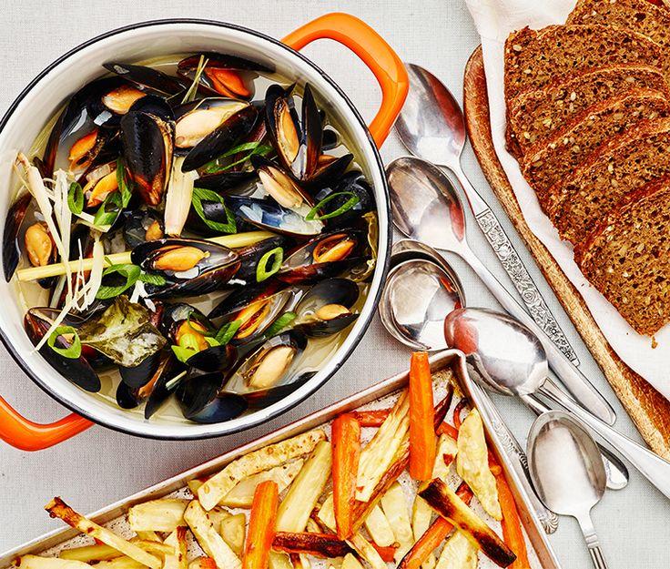 Musselsoppa med citrongräs och chilirostade rotsaksstavar | Recept ICA.se