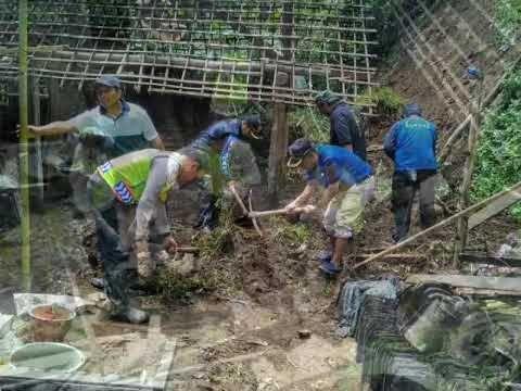 Polres Malang Di Lokasi Longsor Poncokusumo