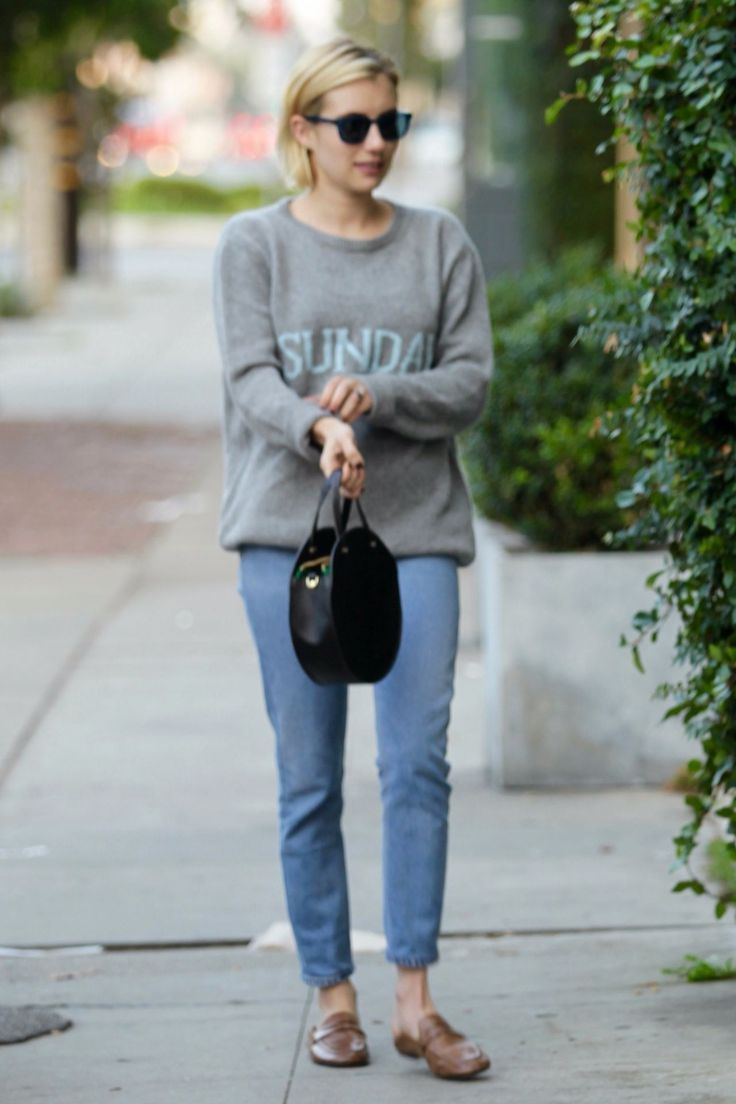 Emma Roberts #EmmaRoberts in a Sunday Sweater on Monday  Shopping in West Hollywood 18/09/2017 http://ift.tt/2xAAOIC