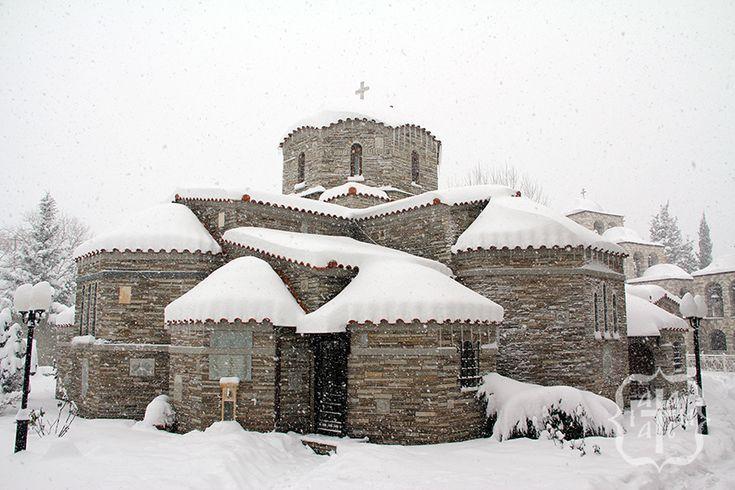 Θαυμάσιες φωτογραφίες από το χιονισμένο μοναστήρι στο Τρίκορφο! - iAitoloakarnania