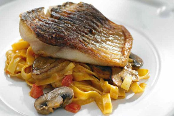 Carp fillets with mushrooms and tagliatelle + Horák Winery, Rosé Horák 2015