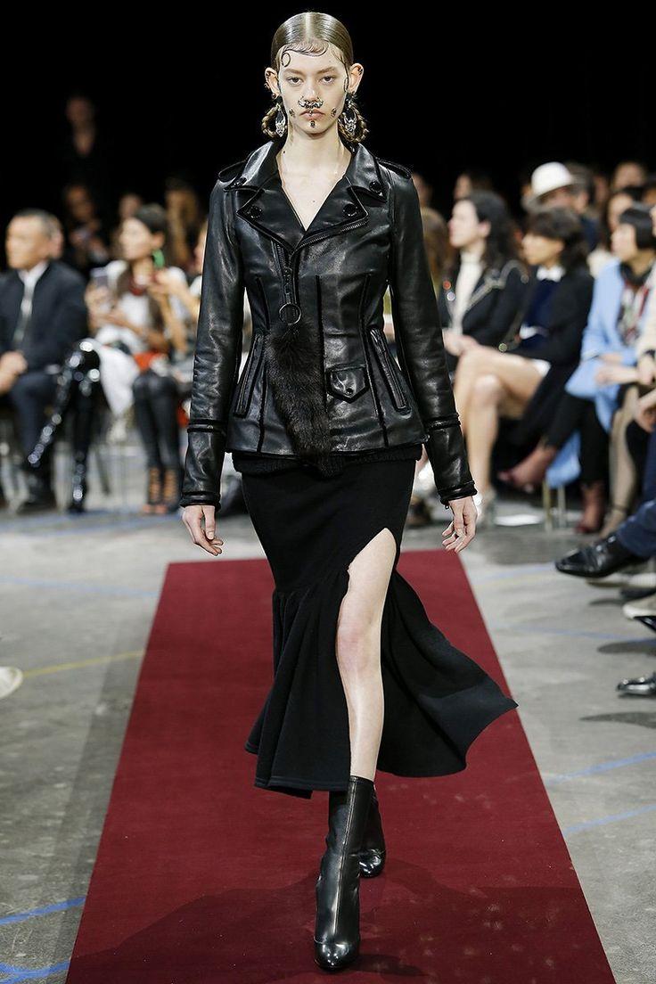 Ondria Hardin (Elite)Givenchy Fall 2015 RTW Runway