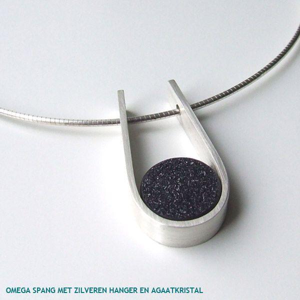 http://www.ingerens.com/media/collection/omega-spang-met-hanger-van-zilver-en-ronde-agaatkristal.jpg