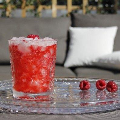 De American Beauty is een beauty van een cocktail op basis van Amerikaanse whisky, frambozen en citroensap. Bekijk het recept op Cocktailicious.nl