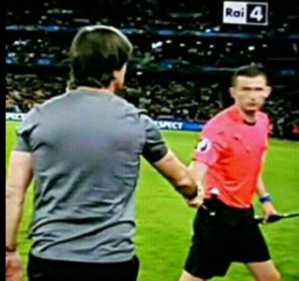 Joachim Loew grzebał w spodniach by później podziękować sędziemu za mecz • Duży błąd sędziego po meczu • Joachim Loew śmieszne memy >> #low #football #soccer #sports #pilkanozna