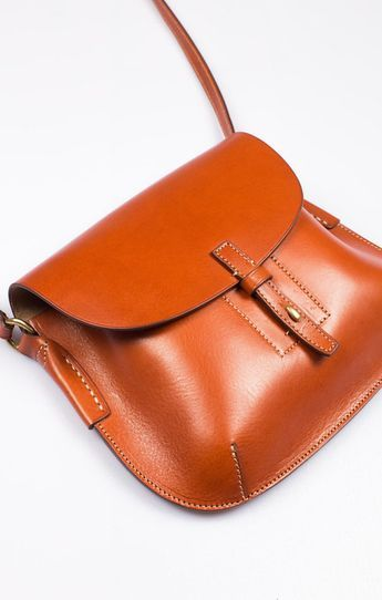 Buy the Daniel & Bob Small Shouder Bag Tan from our range of Bags & Purses items…