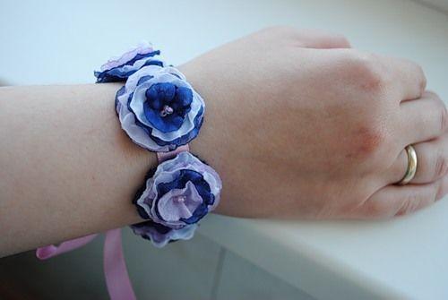 Цветы из ткани - Браслеты на руку Как вам