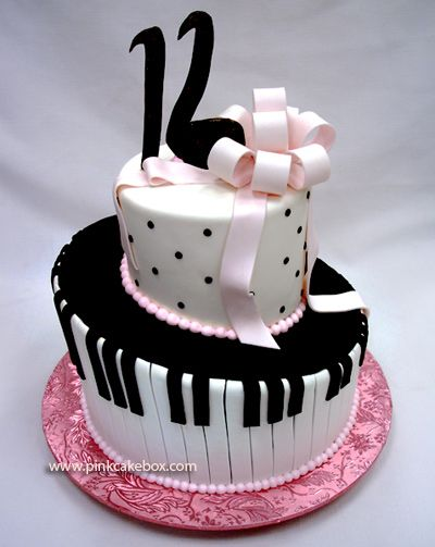 Love the piano keyboard on this cake and the music note as the 6 on 16. So cute! :-)