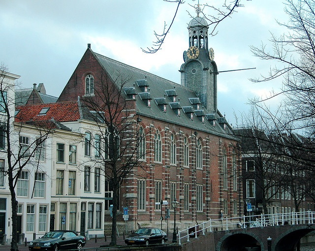 Academy Building of Leiden University by Michiel2005, via Flickr
