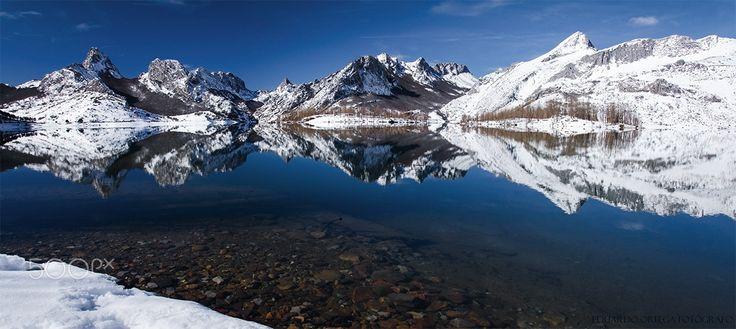 El reflejo de las montañas de Riaño - Después de las fuertes nevadas. El reflejo de las montañas en el embalse de Riaño