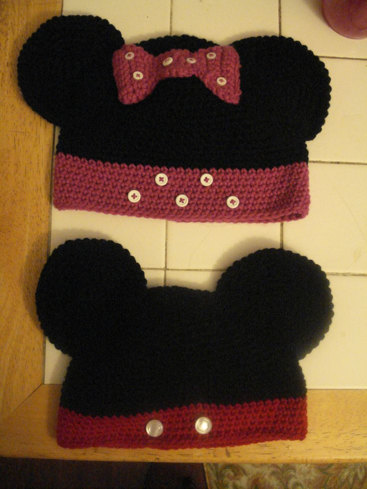Minnie and Mickey crochet hats for the kids