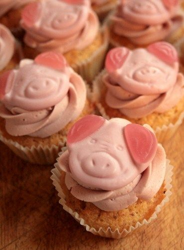 Percy Pig cakes