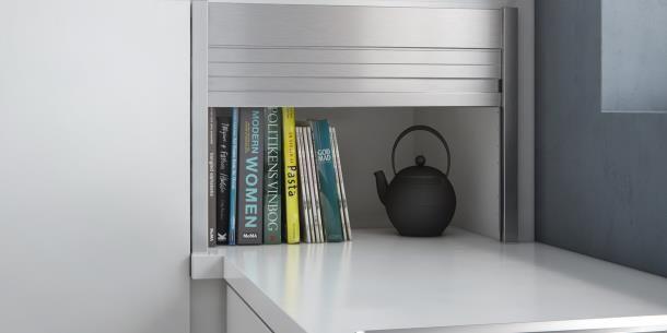 Mano U-keuken | Gebruik de kast- en werkbladruimte optimaal. Met een jaloeziekast kun je de kastruimte en het werkblad in de hoek beter benutten.
