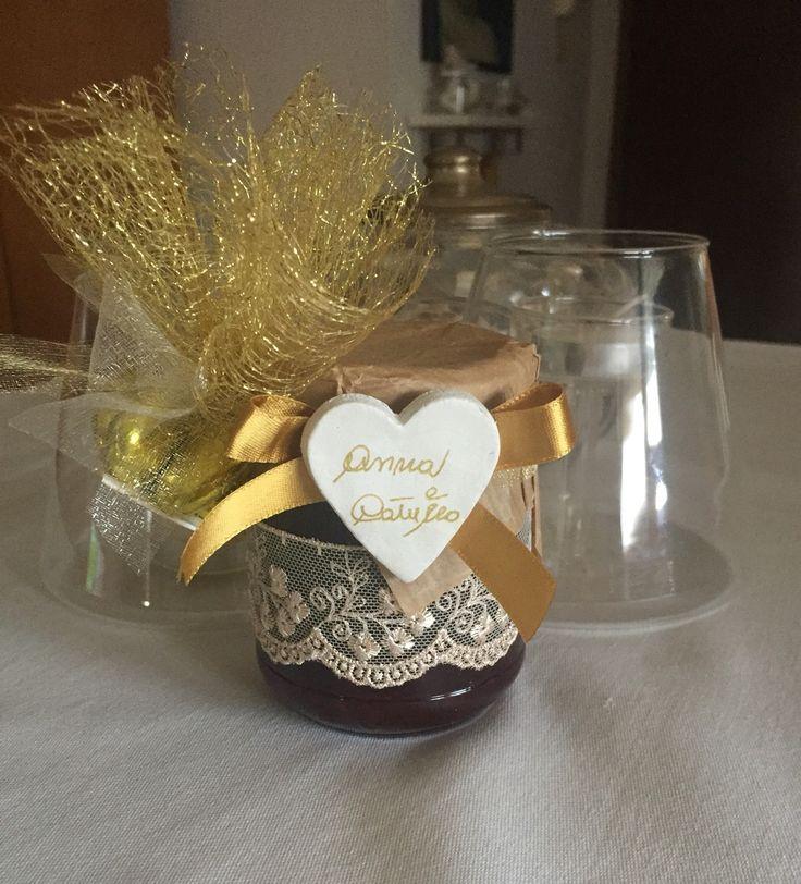 Bomboniera Nozze d'oro personalizzata. Confezionata artigianalmente. #honey #favor #bomboniera #miele #matrimonio #nozze #nozzedoro #50anniinsieme #auguri
