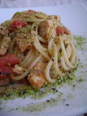 Spaghetti con pesce spada e pistacchi di Bronte