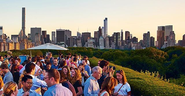 Are you looking for a #rooftop bar with a spectacular view of #centralpark? #metroofgarden #ontheroofs