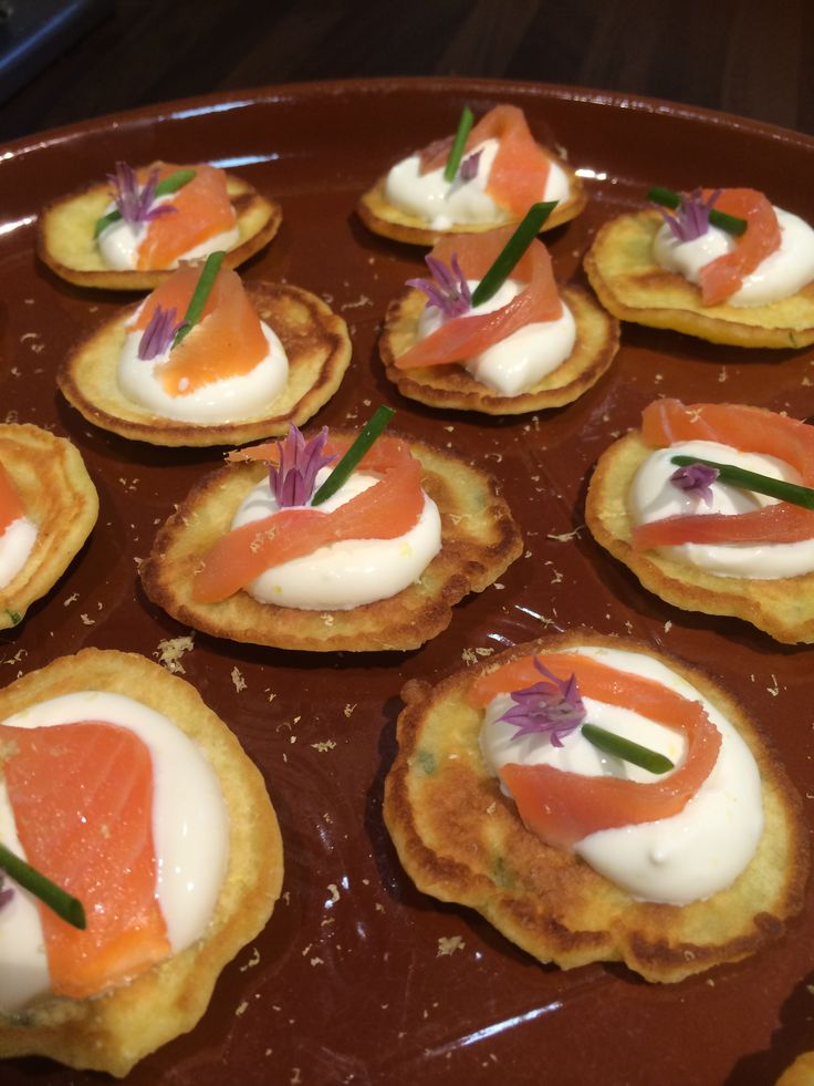 Blinis with sour cream, slivers of smoked salmon, chives and chive flowers