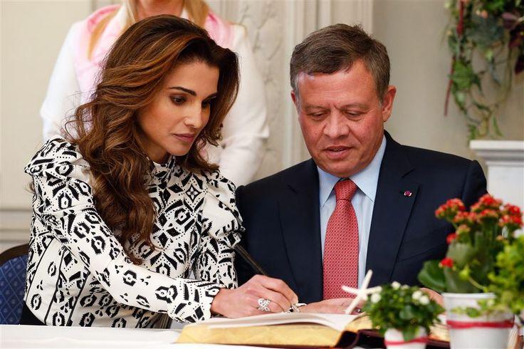"""Koning Abdullah II van Jordanië heeft aan de ik vooravond van de vastenmaand Ramadan """"alle Jordaniërs, en alle Arabische en moslim naties"""" gelukgewenst met het """"begin van de heilige maand, juni  2016, Ramadan, een maand van genade en zegeningen."""" Koningin Rania stuurde haar wensen in een aparte boodschap: """"Ik wens u allen een gezegende Ramadan."""""""