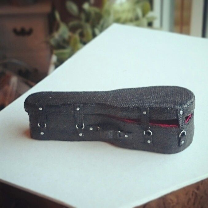 Miniature guitar case