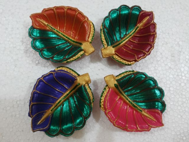Set Of 4 Leaf And Petal Shaped Hand Painted Earthen Lamps/diyas