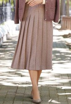 Dogtooth pleat skirt