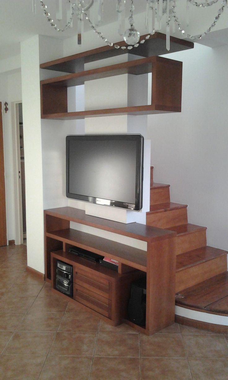 Proyecto Mueble Funcional Diseño de mobiliario a medida con el fin de optimizar espacio, reorganizar equipamiento de tv y audio, y reemplazar baranda metálica de escalera existente. https://www.facebook.com/pages/Alejandra-Riva-Interiorismo/1557703841122108