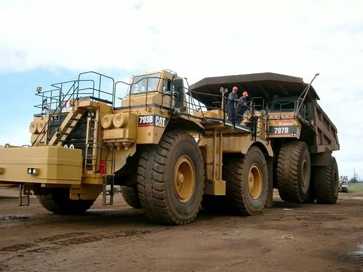 rollerman1: Cat 793B haul truck being used to tow a Cat 797B haul truck.