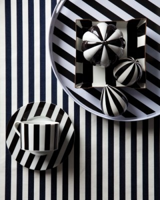 Striped everything: Bedrooms Kitchens, Bold Stripes, Elle Decor, Color, Black And White, Strips, Black White Stripes, Design, Home Decor Home Ideas