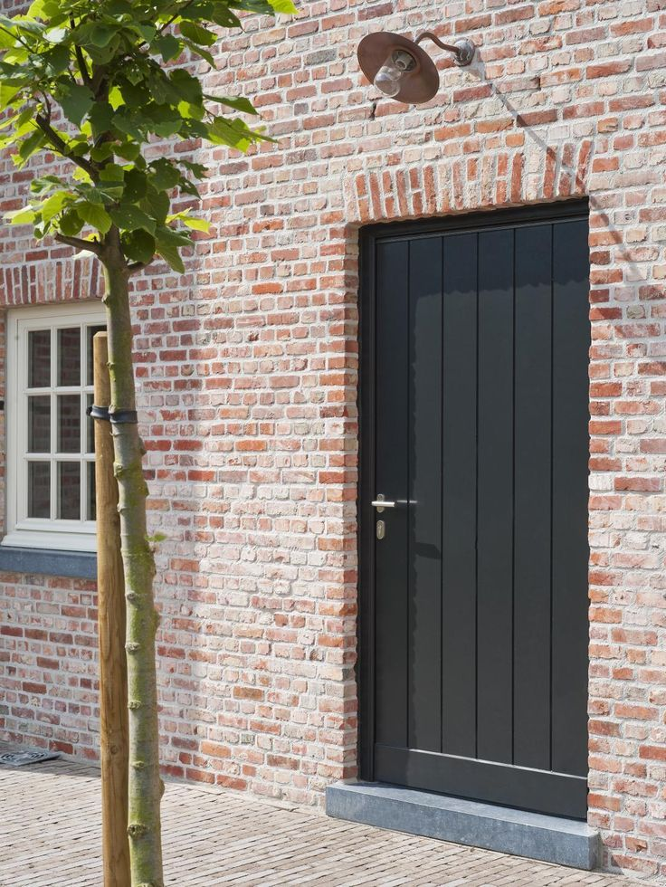 Mooie combinatie van oude stenen en Belgisch hardsteen deurdorpels en raamdorpels