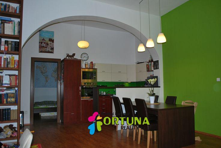 Kuchyňský kout v perfektně opraveném bytě v centru Českých Budějovic