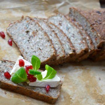 Extrasemínkový chléb se sušenými rajčaty - Pečivo, které je nabité energií. Zdravý bezlepkový chléb plný jemné chuti. Není nakyslý jako kupované chleby, tak se do něj pusťe!
