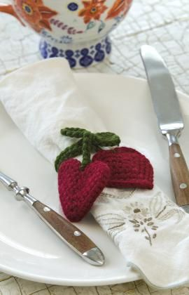 Heart Strings Napkin Tie Free Crochet Pattern from Red Heart Yarns *** ~☆~ Teresa Restegui http://www.pinterest.com/teretegui/  ~☆~
