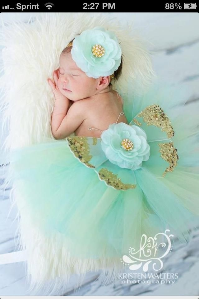A baby photo idea from a friend... love this!