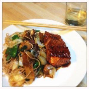 Zalm teriyaki met Japanse wokgroenten en sobanoedels