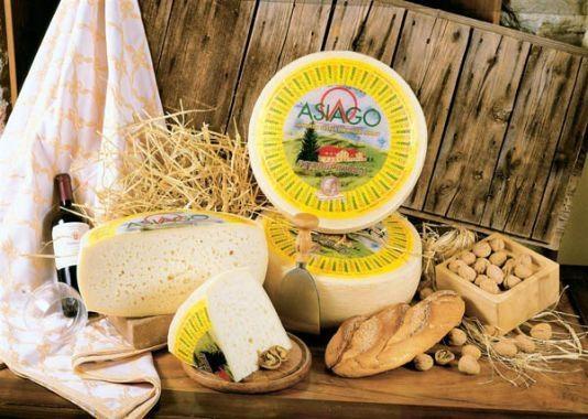Dai prati della pianura Padana agli alpeggi dell'Altopiano di Asiago e del Trentino ecco l'Asiago pressato, più recente e dolce. Attualmente il più conosciuto dal consumatore medio. http://www.brunelli.it/news/asiago-dop-viaggio-tra-i-formaggi-dop-ditalia