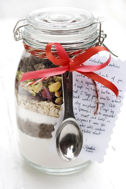This thoughtful gift is a great way of sharing your best cookie recipe with a loved one and it can be created in a few minutes, which makes it a great last minute gift idea. Simply layer the dry ingredients of this holiday cookie recipe in a jar and attach the directions. #shopfesta