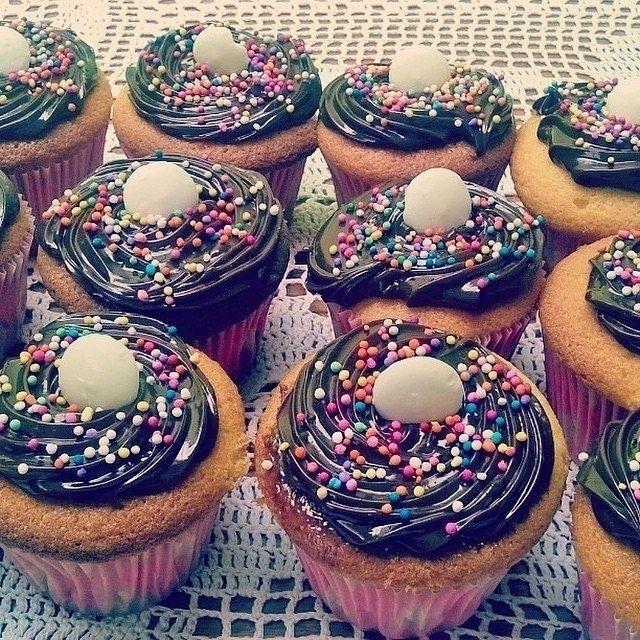 Homemade Vanilla Cupcakes with Chocolate Buttercream Swirl and Candy on Top!  awesome #cakestotaste from: @fernanstagram06    have your own awesome #cakestotaste ? tag us!!   via #cakeguide #cakemenu #kue #kueenak #kuelucu #kueonline #indonesiaphotographers #cake #cakes #cakeart #cakedesign