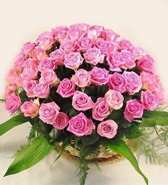Cos cu 101 trandafiri roz