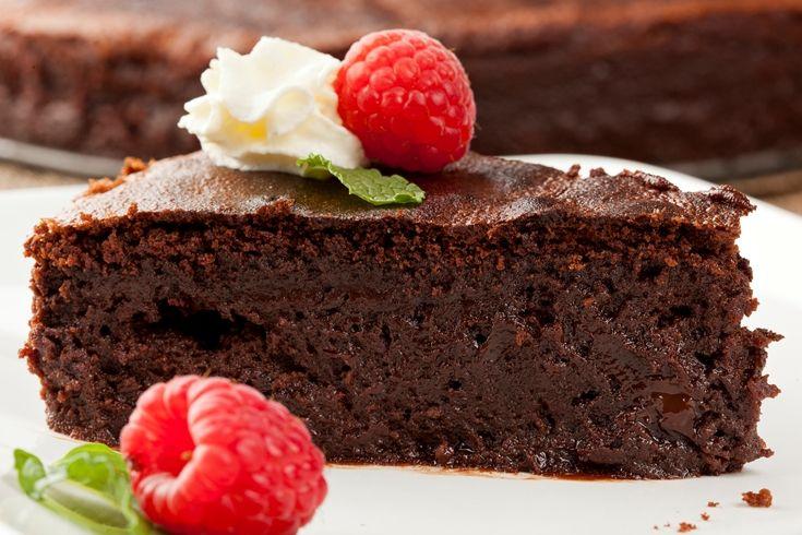 Предлагаем подборку простых и очень быстрых рецептов вкусных шоколадных десертов для всей семьи.Кекс в чашкеВам понадобится:3 ст. л. муки; 1 ч. л. растворимого кофе; 2 ст. л. какао; 2,5 ст. л. сахара; 1/4 ч. л. разрыхлителя; 2 ст. л. молока; 1 яйцо; 2 ст. л. сливочного
