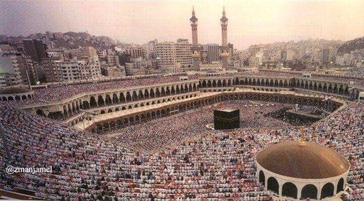 مشهد مهيب للمصلين في المسجد الحرام قبل حوالي 30 سنة Paris Skyline Skyline Paris