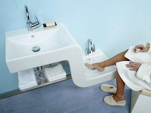 Удобное решение для ванны  На наш взгляд, гениальная идея) А Вы хотели бы такую раковину ?  #сантехника #ванная #ваннаякомната