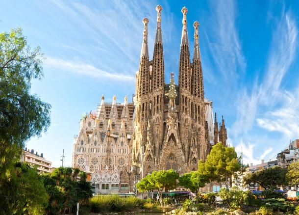 #barcelone #barcelona #барселона #чтопосмотреть #достопримечательности #саградафамилия Саграда Фамилия. Чем заняться на майские праздники в Барселоне | Барселона10 - путеводитель по Барселоне