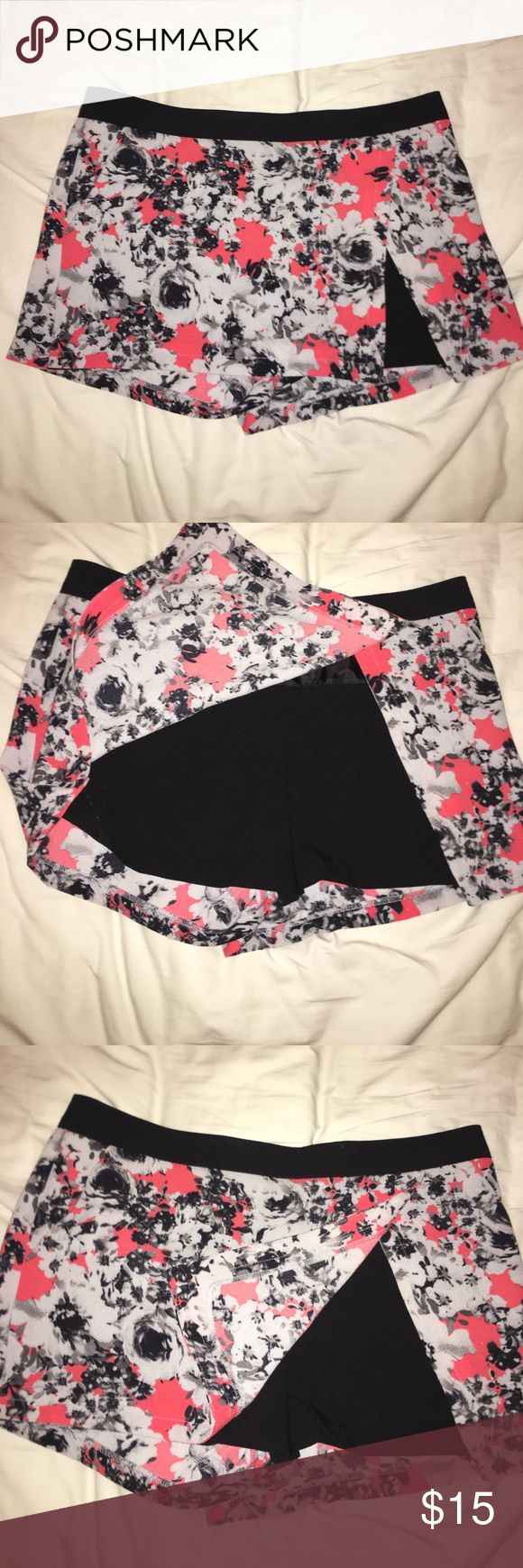 Primark floral skort Brand new with tags floral skirt. Black shorts under the front and floral shorts in the back. UK size 16 - US size 12. Would say it fits closer to an 8/10. That's why it's listed as a 10. From Primark in London. primark Skirts Mini