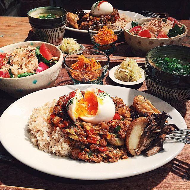 tami_73 on Instagram pinned by myThings ˘̈ 晩ご飯 ˘̈ ドライカレー(白菜・ピーマン・ごぼう)、じゃがいもと舞茸の香り焼き、サラダ、キャロットラペ、ザワークラウト、きのこの生姜スープ。 ˘̈ ごちそうさまでした‼︎ ひとこと言いますと……ごはんの量は少なめです(とりあえず言い訳)(なんの) #夜tami飯