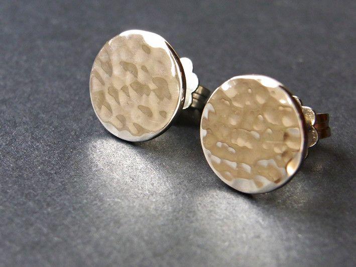 Runde Stecker mit Hammerschlag in Silber von Schmuckeritis auf DaWanda.com