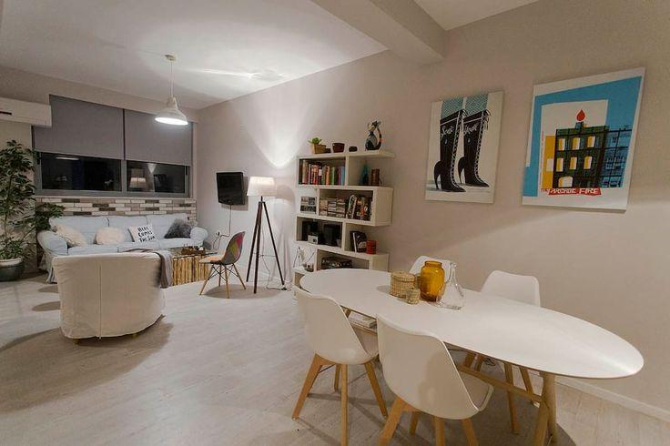 Schau dir dieses großartige Inserat bei Airbnb an: Stylish Loft in the Heart of Athens - Apartments zur Miete in Athina